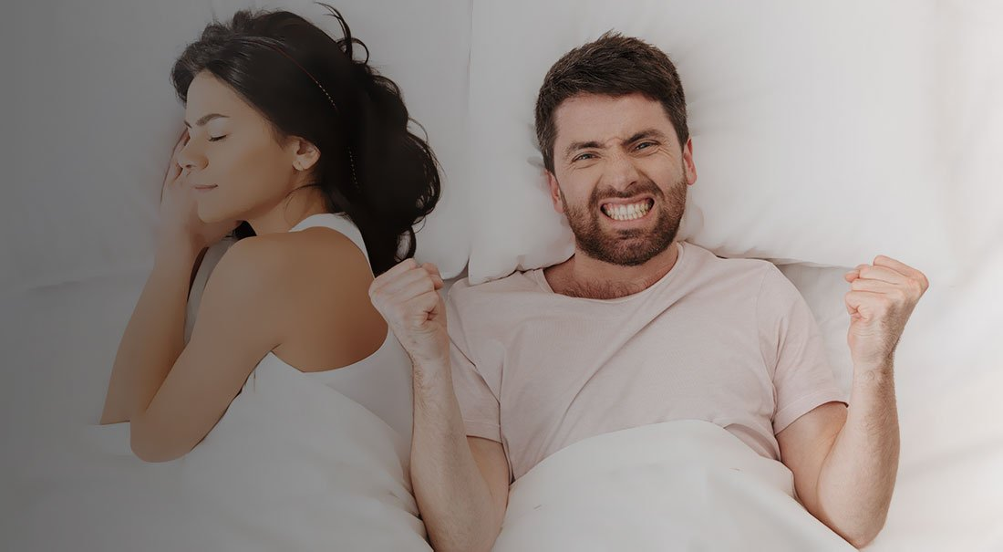 Barbat fericit ca a scapat de ejaculare precoce