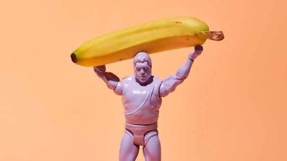 figurina cu banana
